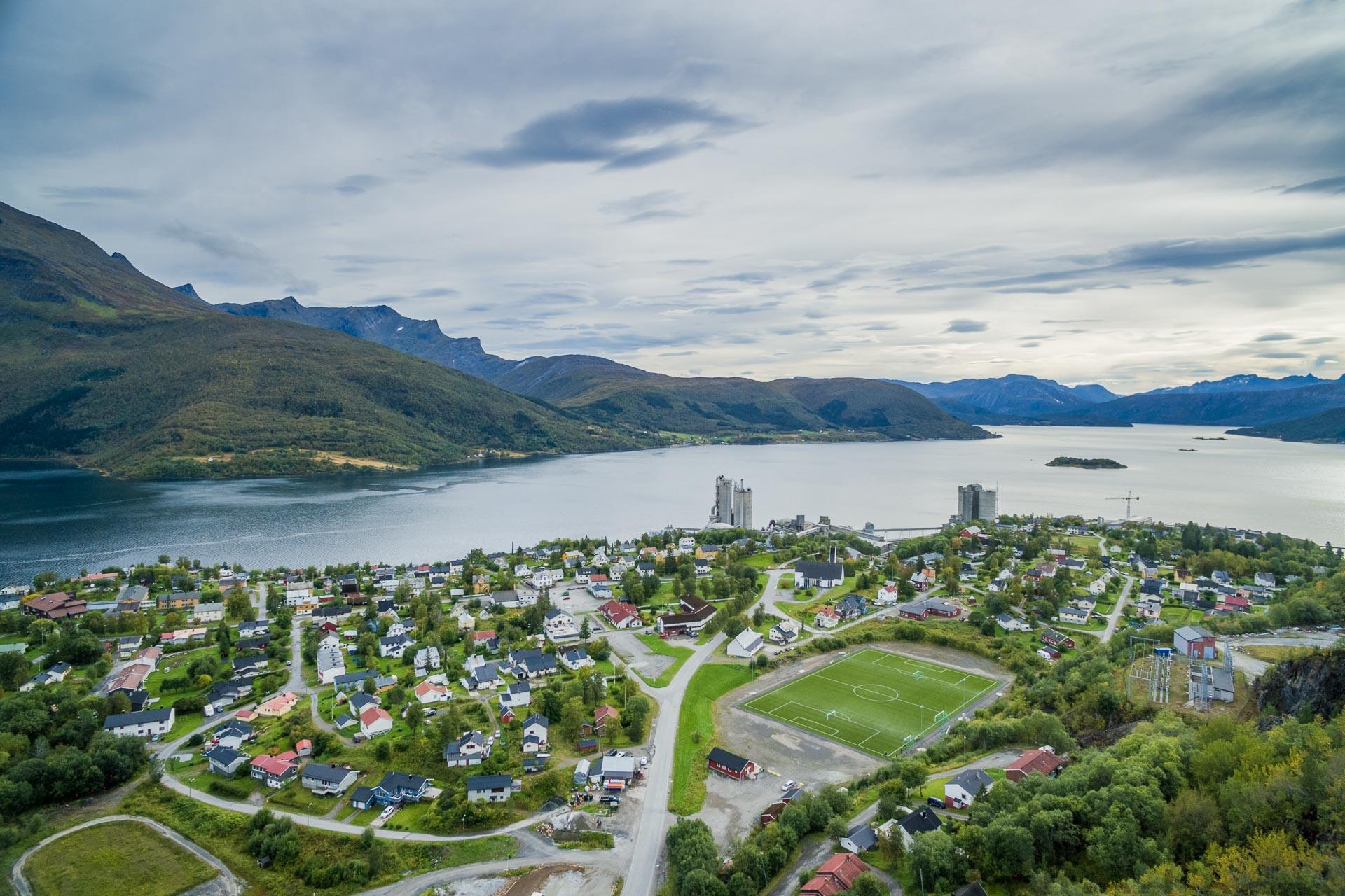 Kjøpsvik er administrasjonssenteret i Tysfjord kommune i Nordland. Tettstedet ligger på østsiden av Tysfjorden.