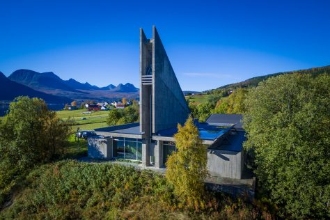 Gratangen kirke luftfoto