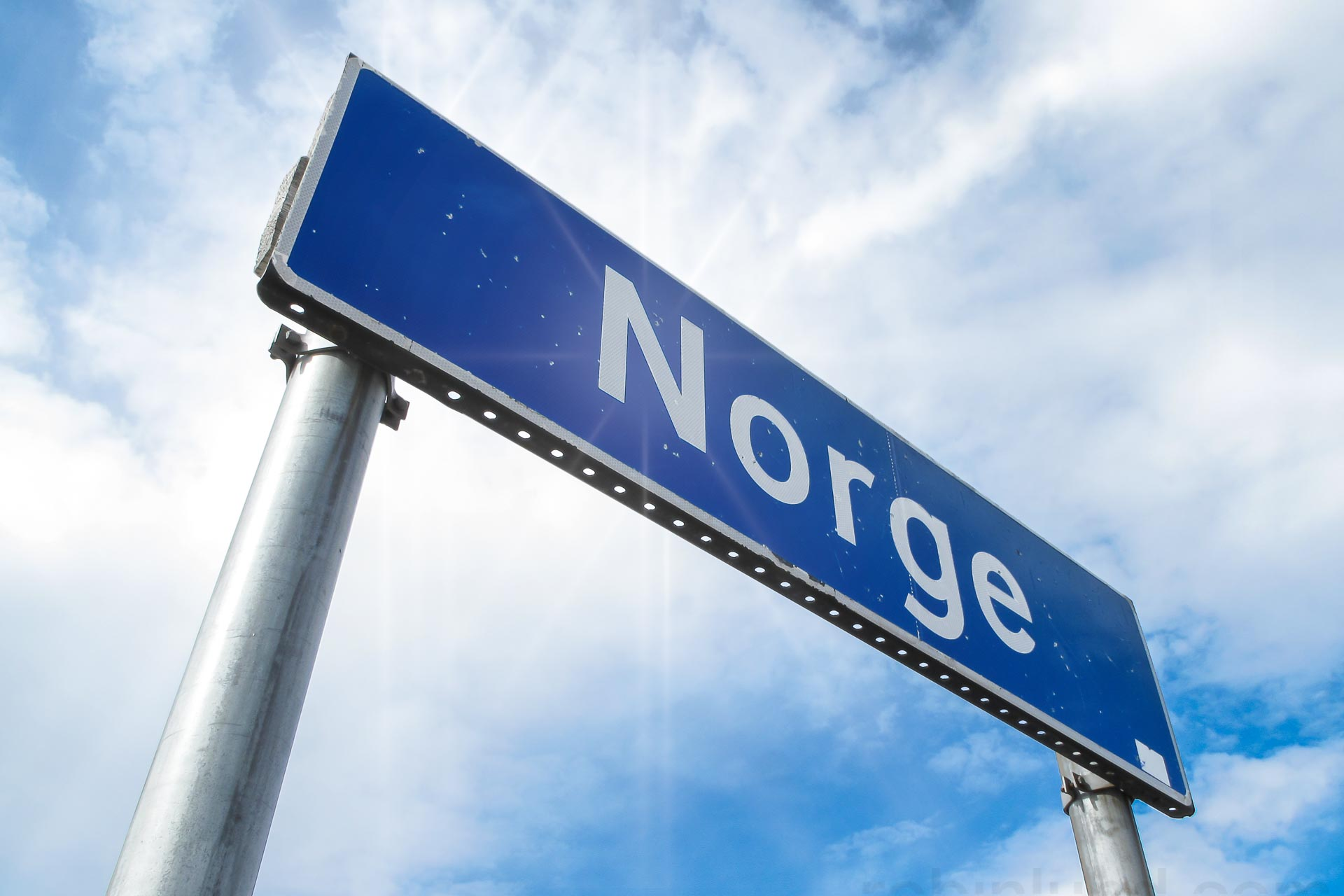 Skilt ved grenseovergangen til Norge. (Foto: Robin Lund)