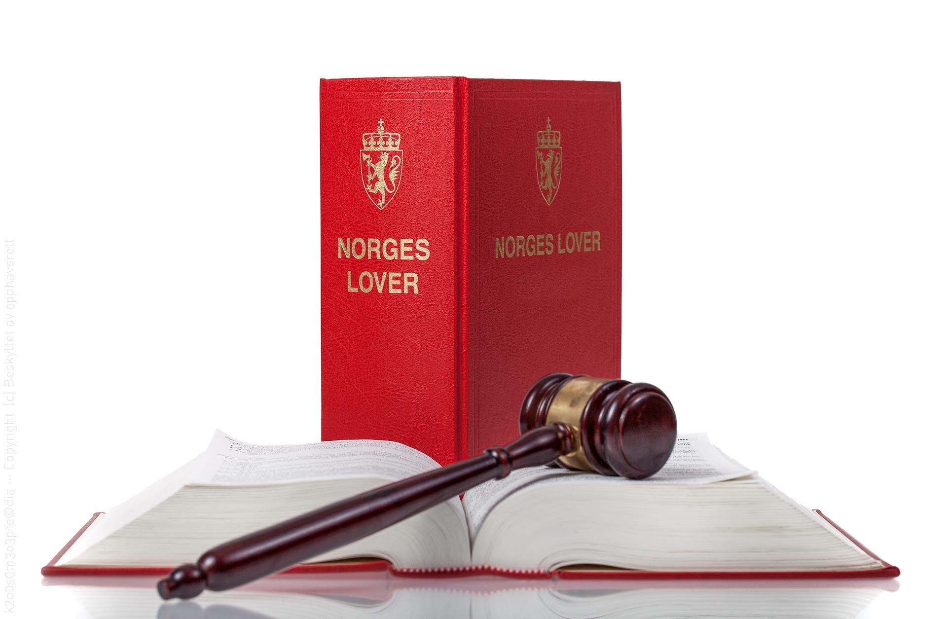 Norges lover og dommerhammer