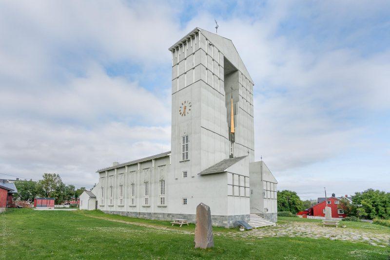 Vadsø kirke er en langkirke fra 1958 i Vadsø kommune, Finnmark fylke. (Foto: Robin Lund)