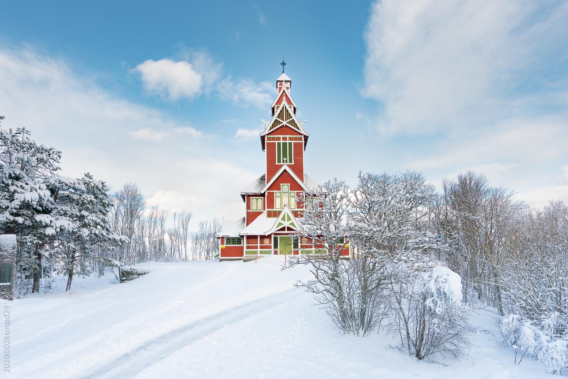 Buksnes kirke vinterstid (Foto: Robin Lund)