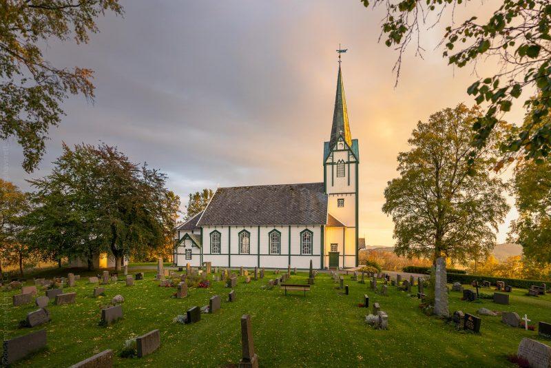 Skatval kirke solnedgang